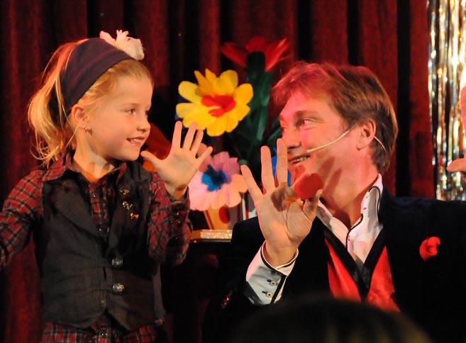 kindergoochelaar kindershow van goochelaar Ronald Moray